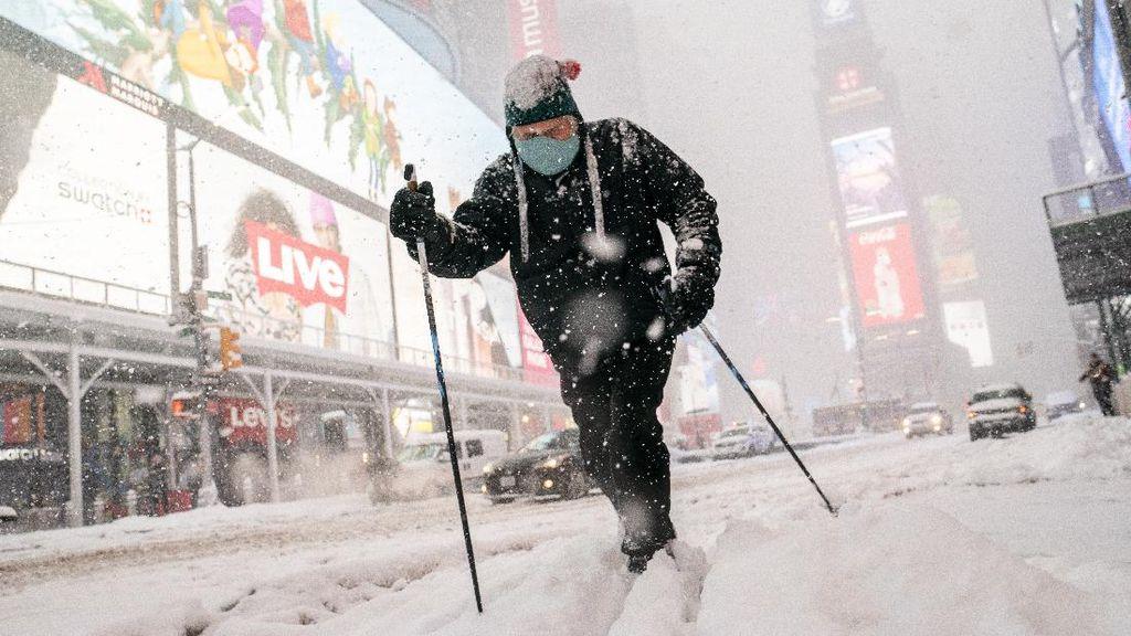 Potret New York Dihantam Badai Salju