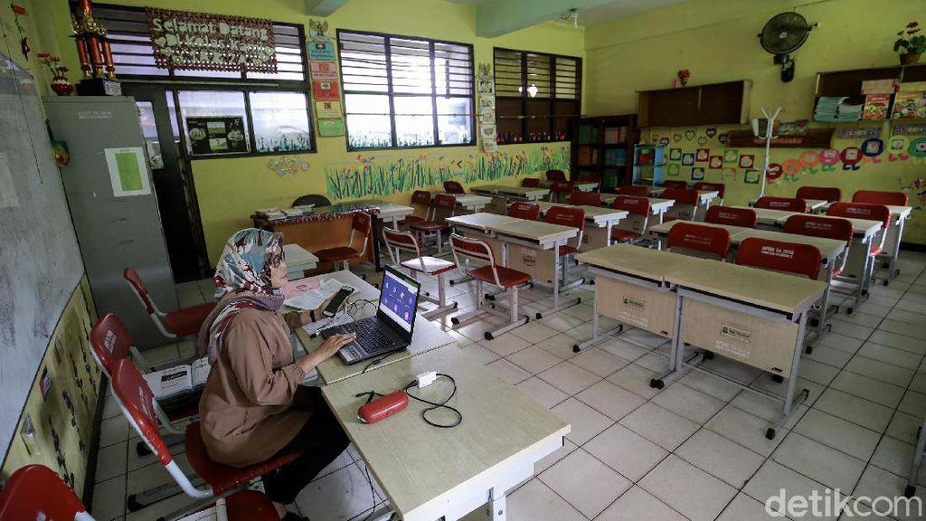 Semangat Guru di Tangerang Mengajar Online Saat Pandemi