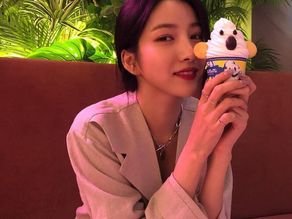 10 Momen Sowon GFriend yang Suka Nongkrong di Kafe