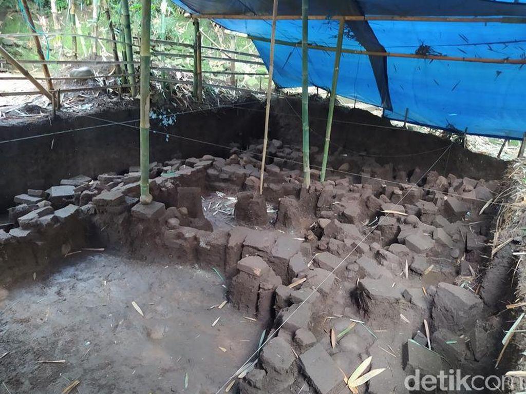 Peneliti Temukan Struktur Batu Diduga Permukiman Kuno di Magelang