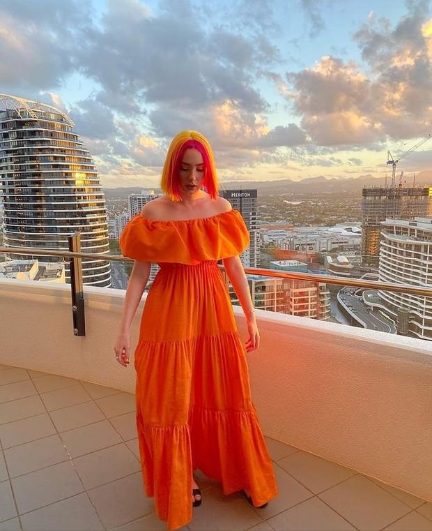Warna Orange untuk Outfit Warna Kulit Langsat (instagram.com/alexppeters)