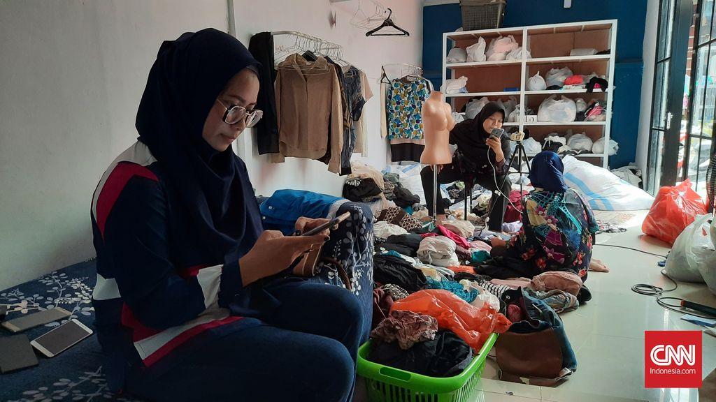 Pemilik toko online Renica (34). CNN Indonesia/ Safyra Primadhyta