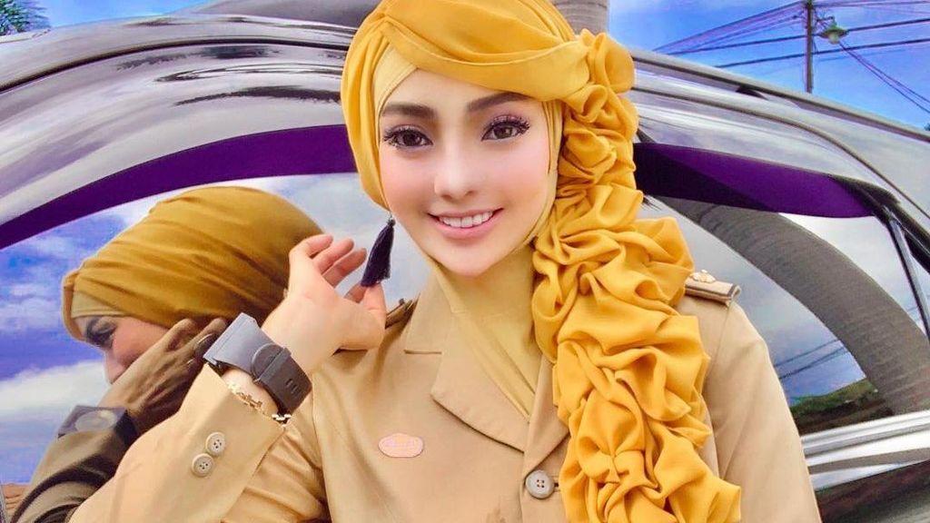 10 Gaya PNS Berhijab Asal Lampung yang Viral karena Dandan bak Barbie