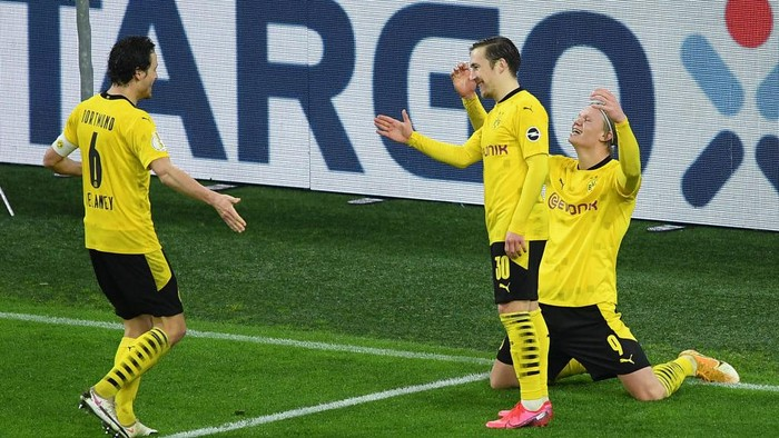 DORTMUND, GERMANY - FEBRUARY 02: Erling Haaland of Borussia Dortmund celebrates with team mates Thomas Delaney and Felix Passlack after scoring their sides third goal during the DFB Cup Round of Sixteen match between Borussia Dortmund and SC Paderborn 07 at Signal Iduna Park on February 02, 2021 in Dortmund, Germany. Sporting stadiums around Germany remain under strict restrictions due to the Coronavirus Pandemic as Government social distancing laws prohibit fans inside venues resulting in games being played behind closed doors. (Photo by Frederic Scheidemann/Getty Images)