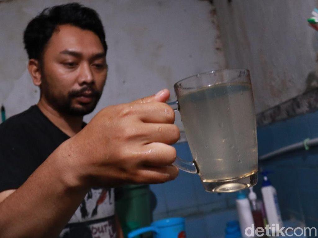 Warga Cikutra Bandung Keluhkan Air PDAM Bau Selokan