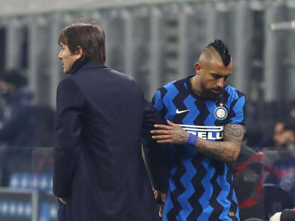 Arturo Vidal Ngomel ke Antonio Conte: Gue Mulu yang Diganti!