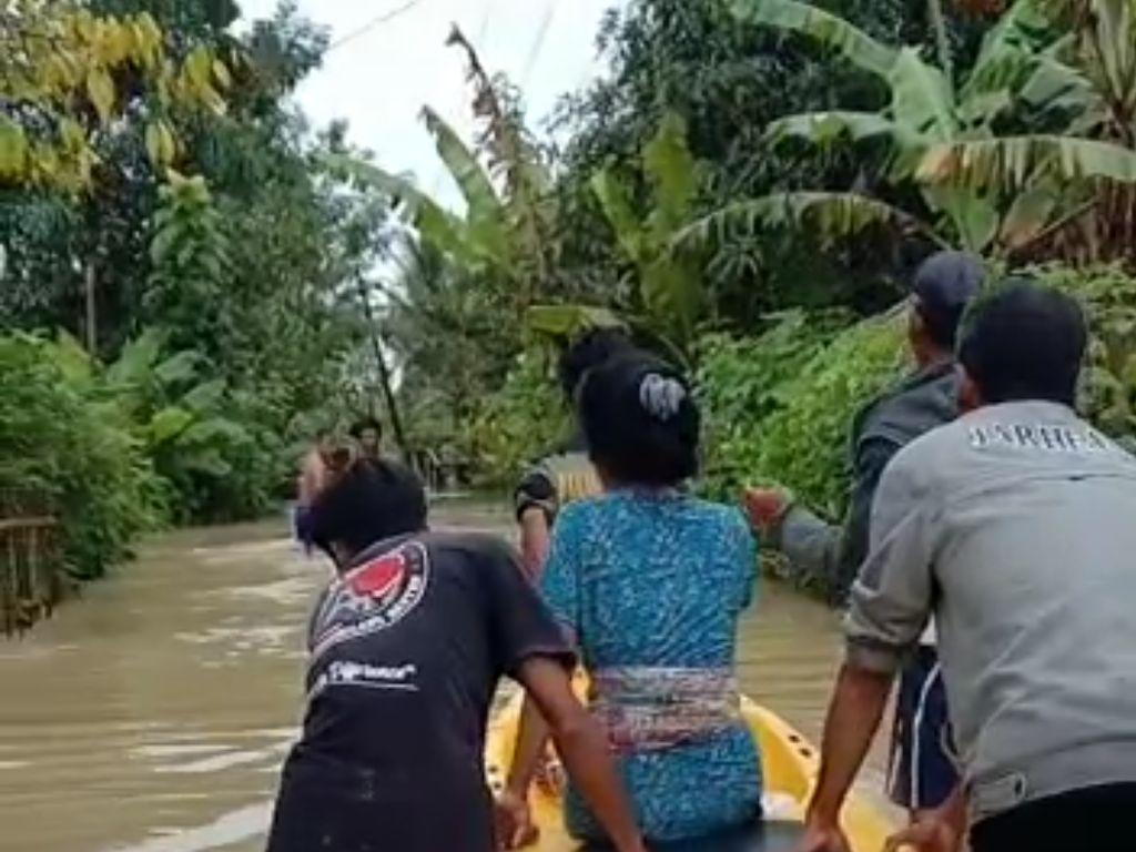 Ibu di Pandeglang Terobos Banjir Usai Melahirkan, Ini Kata Puskesmas