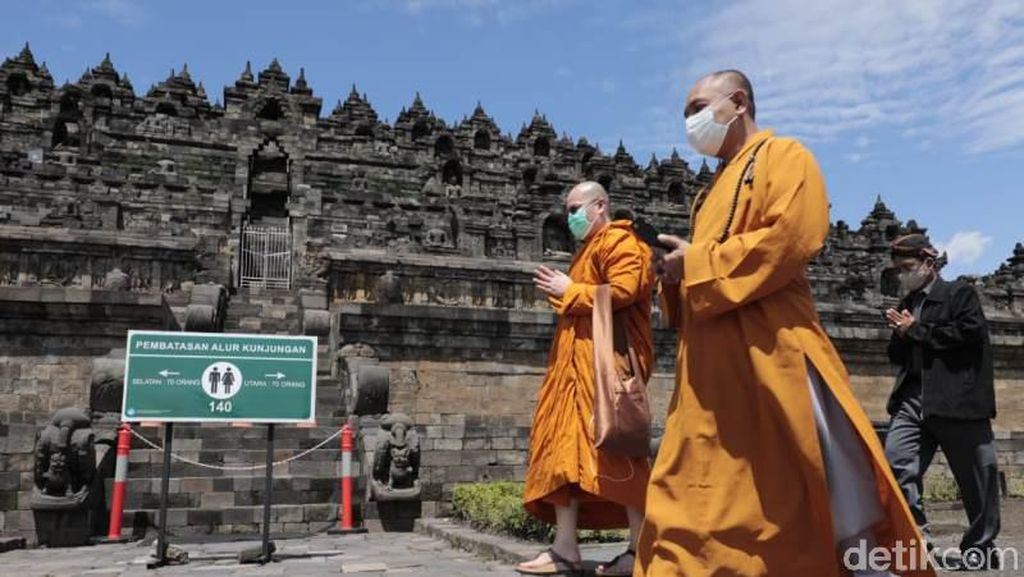 Momen Para Biksu Borobudur Doakan Pandemi Segera Berakhir
