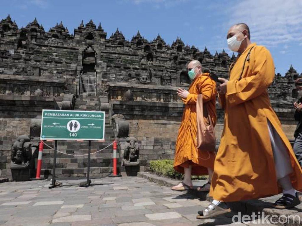 Pandemi, Umat Buddha Doa Bersama Secara Virtual dari Candi Borobudur