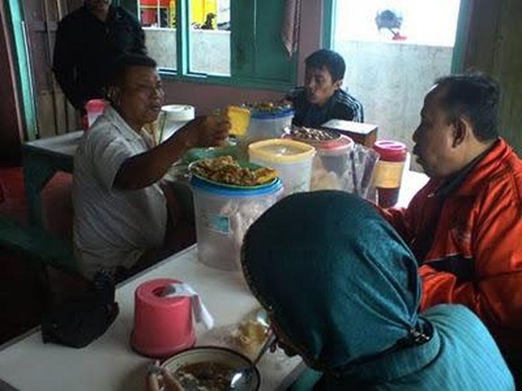Mantapnya Pecel Lele Warung Makan Ibu Hj. Nafsiyah, Jepara