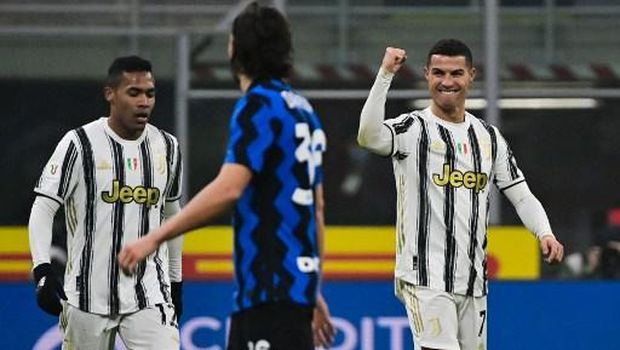 Juventus' Portuguese forward Cristiano Ronaldo (R) celebrates after scoring his second goal during the Italian Cup quarter final first leg football match beetween Inter Milan and Juventus Turin on February 2, 2021 at the San Siro stadium in Milan. (Photo by MIGUEL MEDINA / AFP)