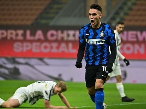 Inter Milan's Argentine forward Lautaro Martinez celebrates after opening the scoring during the Italian Cup quarter final first leg football match beetween Inter Milan and Juventus Turin on February 2, 2021 at the San Siro stadium in Milan. (Photo by MIGUEL MEDINA / AFP)