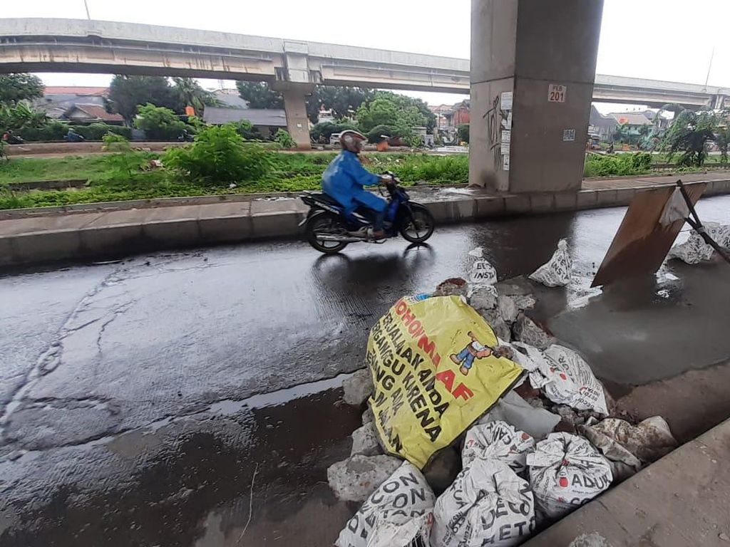 Jalan Amblas Depan Pasar Sumber Arta Bekasi Diperbaiki, Butuh Waktu 3 Hari
