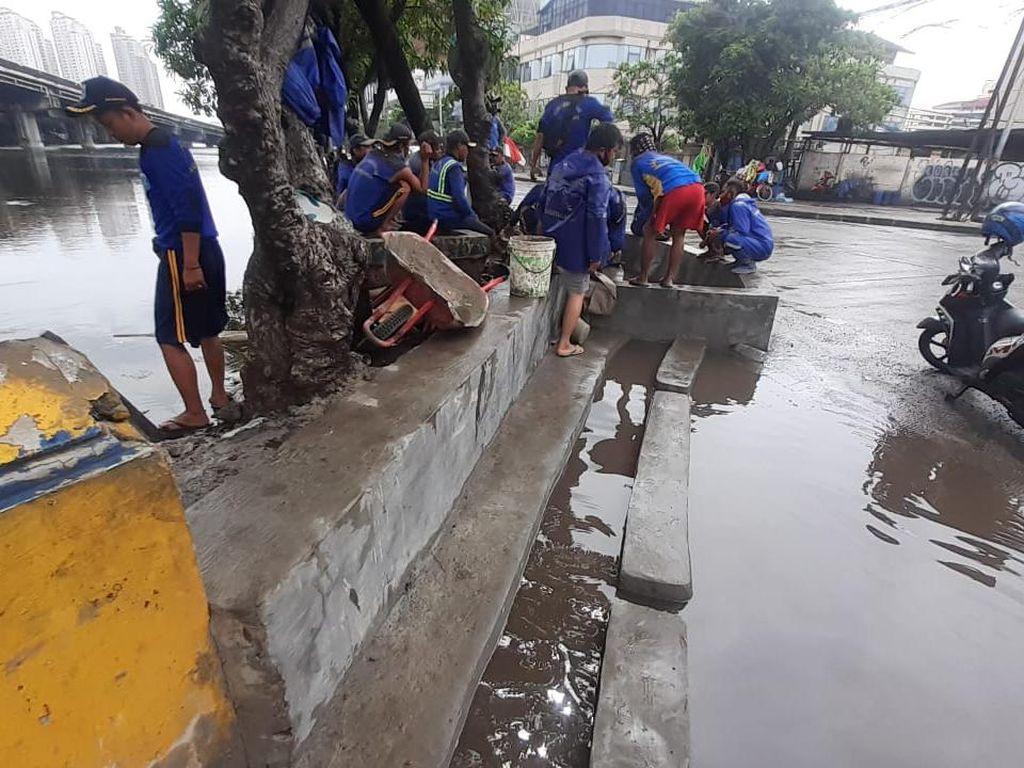 Genangan Masih Muncul di Jl Martadinata Ancol Namun Cepat Surut