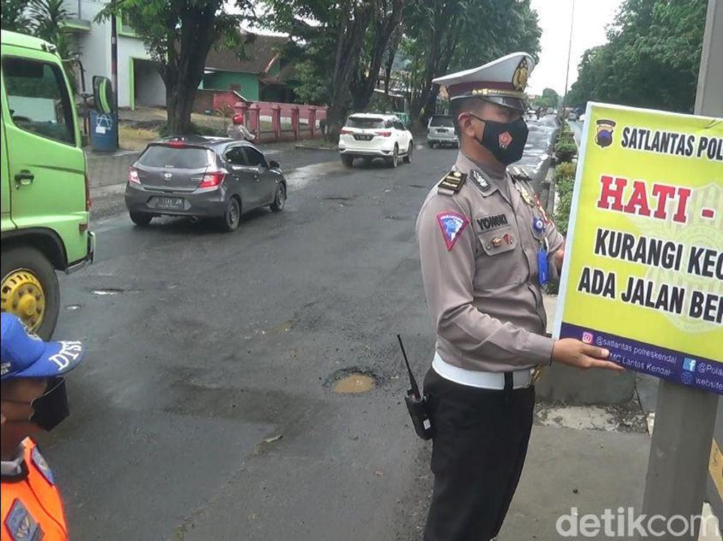 Jalur Pantura Kendal Rusak, Polisi: Tiap Hari Muncul Puluhan Lubang Baru