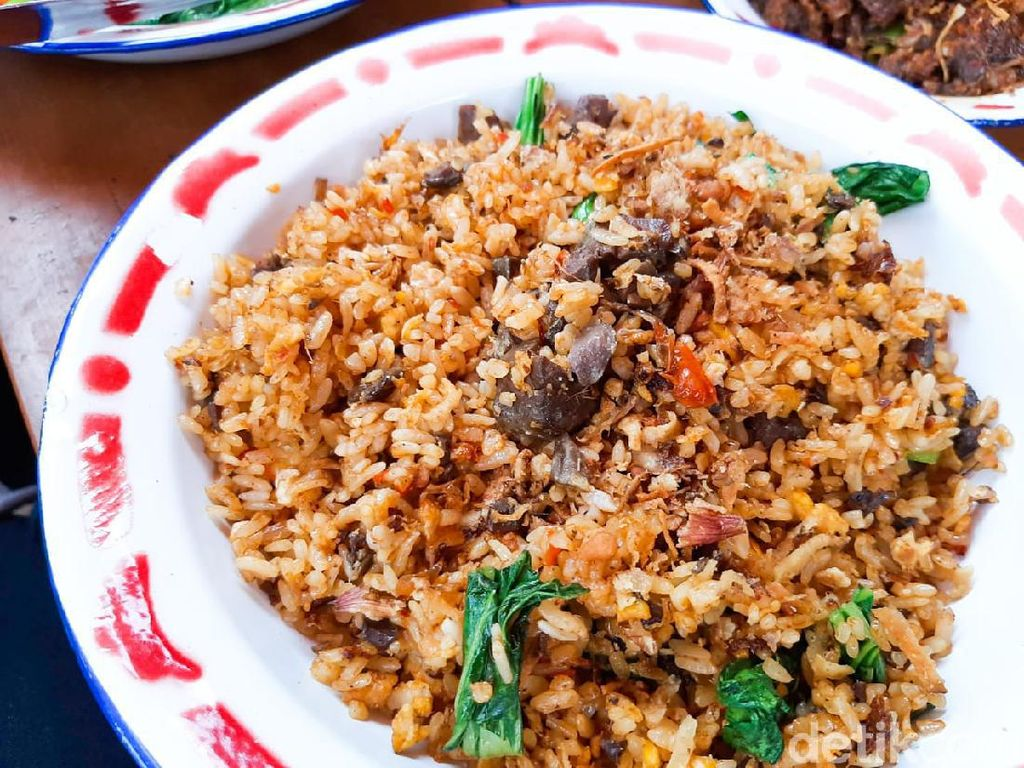 Jerowan Sambas: Nasi Goreng Paru dan Empal Mercon yang Pedas Nampol