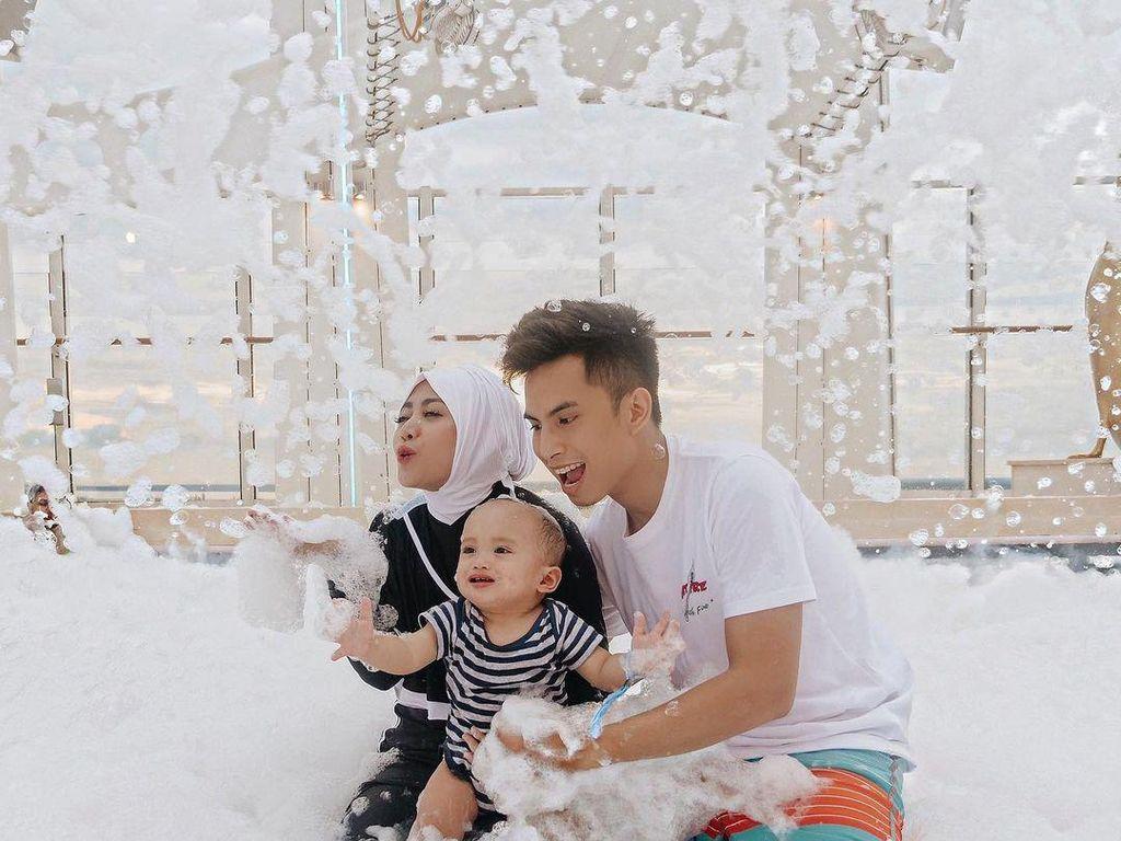 Foto: Liburan Mesra Rachel Vennya dan Niko Sebelum Gugat Cerai