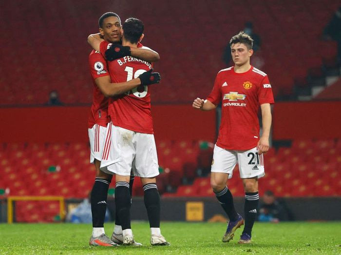 MANCHESTER, ENGLAND - FEBRUARY 02: Anthony Martial of Manchester United celebrates with team mate Bruno Fernandes after scoring their sides eighth goal during the Premier League match between Manchester United and Southampton at Old Trafford on February 02, 2021 in Manchester, England. Sporting stadiums around the UK remain under strict restrictions due to the Coronavirus Pandemic as Government social distancing laws prohibit fans inside venues resulting in games being played behind closed doors. (Photo by Phil Noble - Pool/Getty Images)