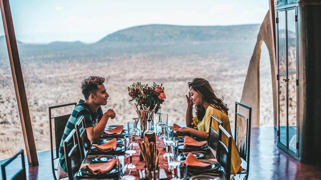 Intip Lagi Momen Romantis Niko Al Hakim dan Rachel Vennya saat Makan Berdua