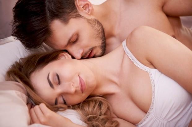 Seks di dunia nyata tidak sama dengan apa yang mungkin selama ini kamu bayangkan. Kehidupan seks kamu dengan pasanganmu mungkin akan mengalami banyak kecanggungan.
