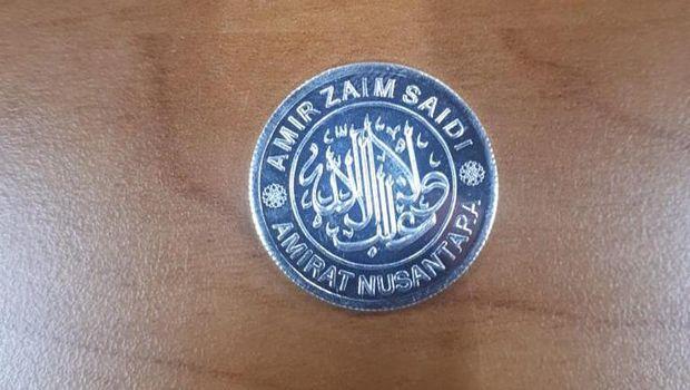 Penampakan dinar dan dirham di Pasar Muamalah, Depok.