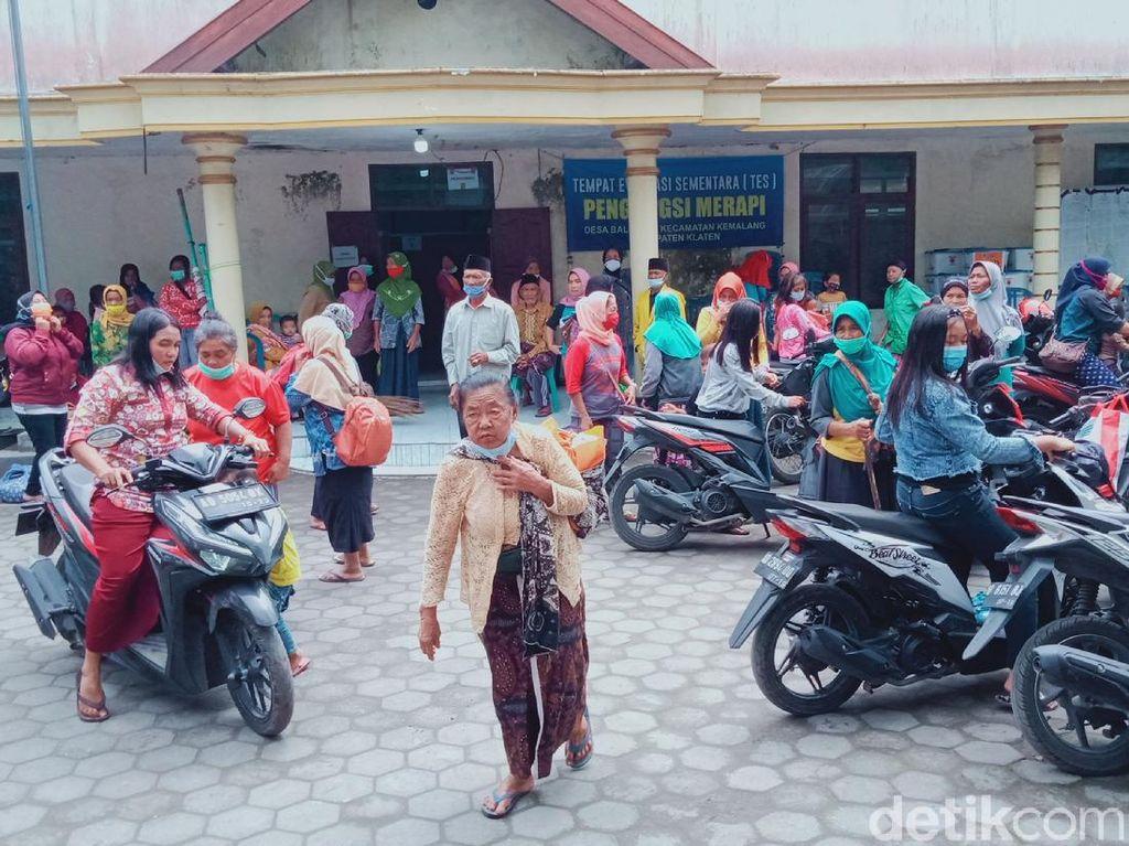 Pengungsi dari KRB 3 Gunung Merapi di Klaten Pulang