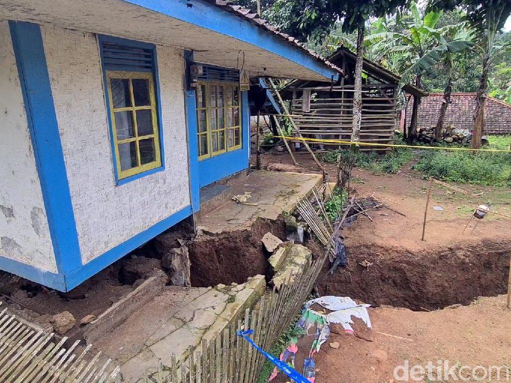 Cerita Dede Tinggalkan Rumah karena Pergerakan Tanah di Sukabumi