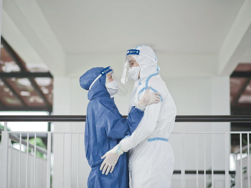 Kisah Manis 2 Perawat Bertemu dan Jatuh Cinta di Pusat Karantina COVID-19