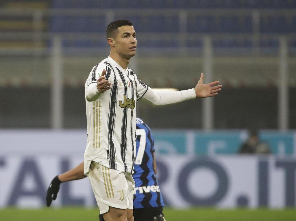 Jawaban Berani Pirlo Usai Ronaldo Cemberut karena Diganti