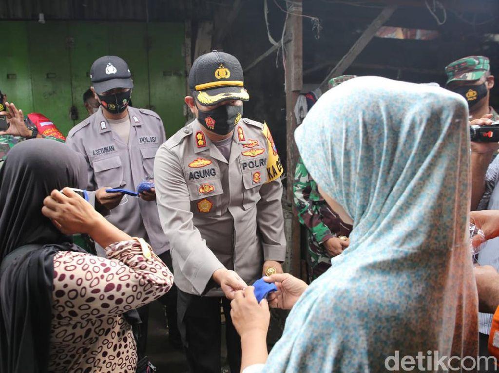 Target Jadi Zona Kuning, Polisi-TNI di Blusukan ke Pasar Jombang