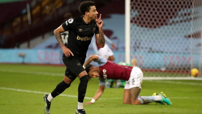 BIRMINGHAM, ENGLAND - FEBRUARY 03: Jesse Lingard of West Ham United celebrates after scoring their sides third goal during the Premier League match between Aston Villa and West Ham United at Villa Park on February 03, 2021 in Birmingham, England. Sporting stadiums around the UK remain under strict restrictions due to the Coronavirus Pandemic as Government social distancing laws prohibit fans inside venues resulting in games being played behind closed doors. (Photo by Nick Potts - Pool/Getty Images)