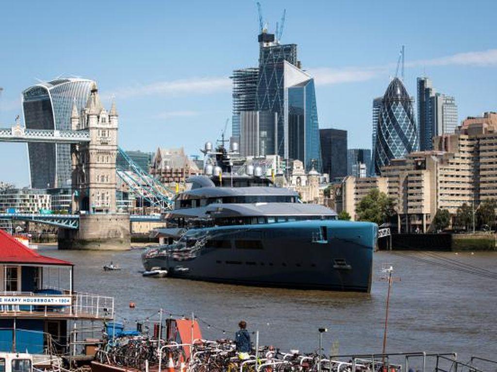 Mewahnya Kapal Yacht Bos Tottenham Hotspur, Ada Lapangan Tenisnya