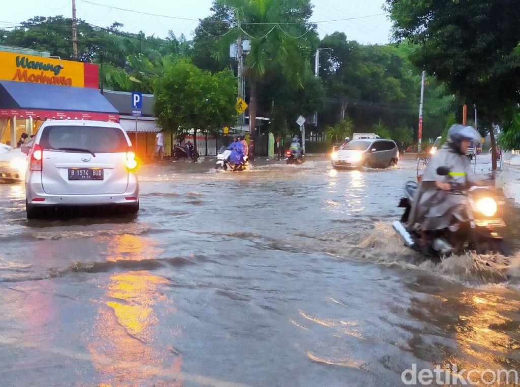 Puluhan Rumah Dua Kecamatan di Banyuwangi Terendam Banjir