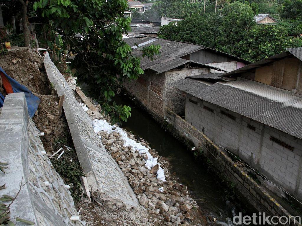 Penampakan Terkini Turap Longsor di Srengseng Sawah Jaksel