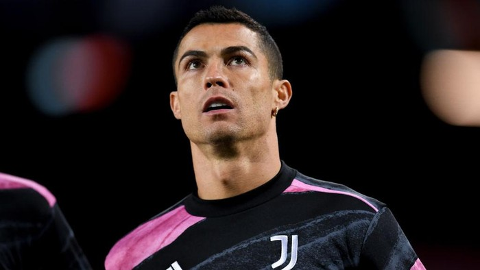 BARCELONA, SPAIN - DECEMBER 08: Cristiano Ronaldo of Juventus looks on during the warm up prior to the UEFA Champions League Group G stage match between FC Barcelona and Juventus at Camp Nou on December 08, 2020 in Barcelona, Spain. Sporting stadiums around Spain remain under strict restrictions due to the Coronavirus Pandemic as Government social distancing laws prohibit fans inside venues resulting in games being played behind closed doors. (Photo by David Ramos/Getty Images)