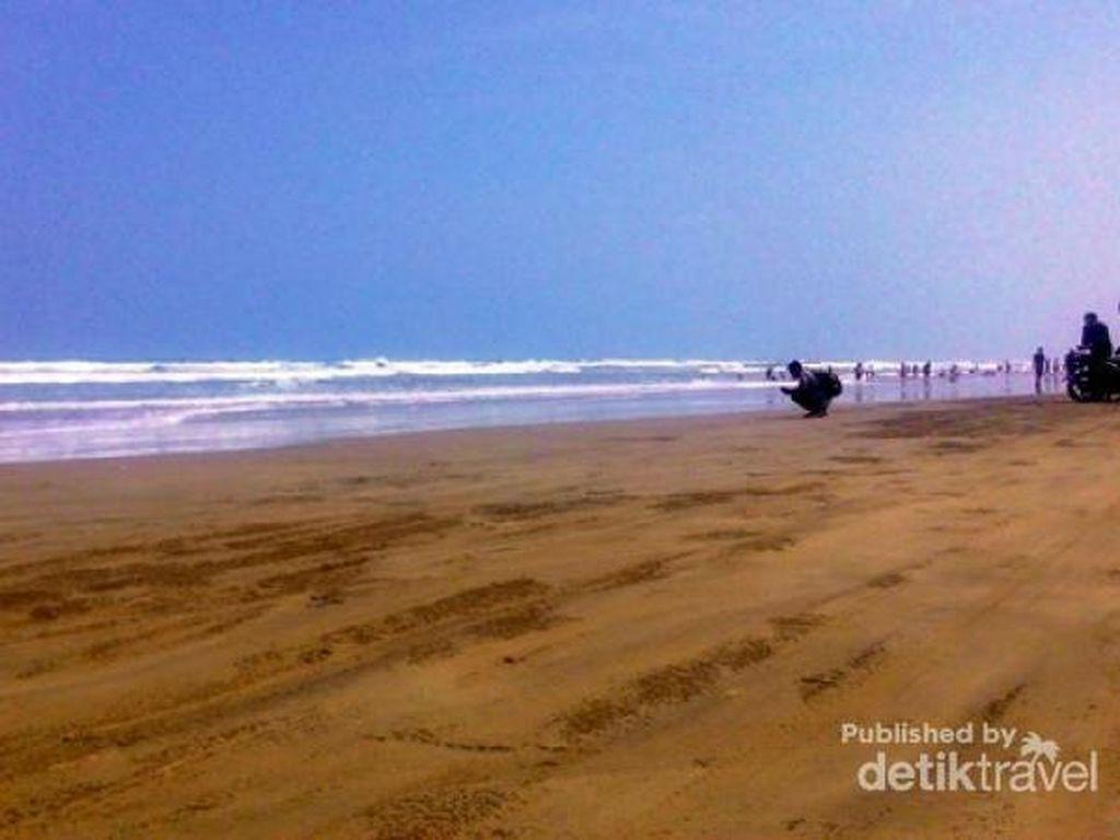 Bagedur, Pantai yang Masih Alami di Banten