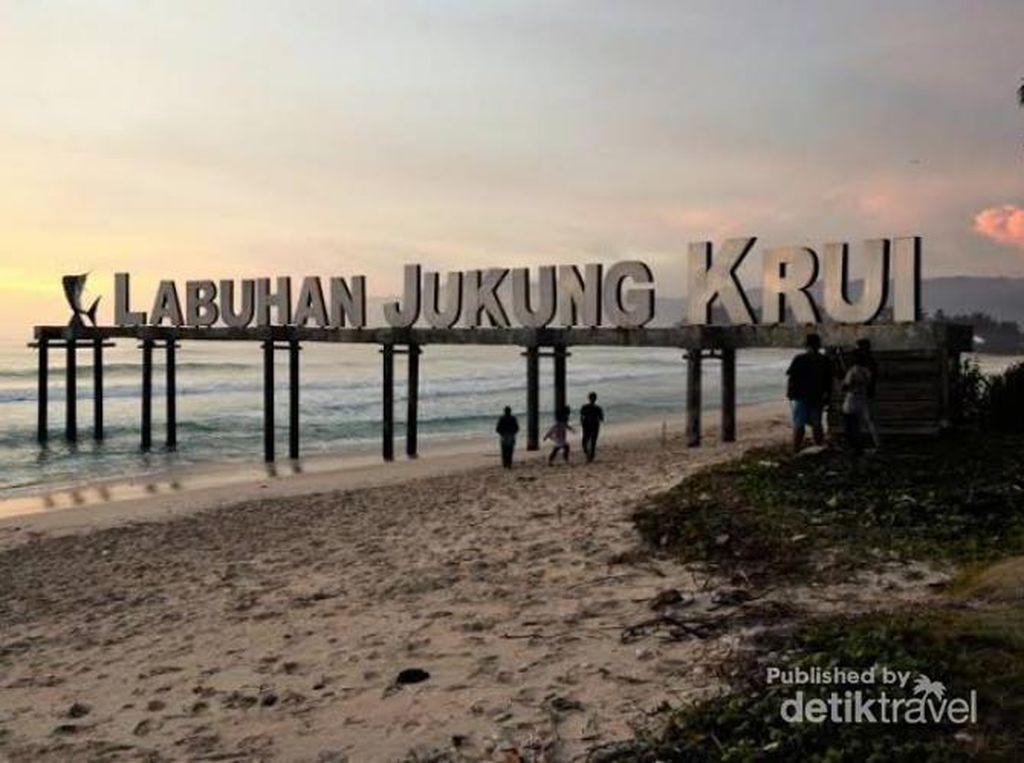 Krui, Destinasi Peselancar Dunia di Indonesia Selain Bali