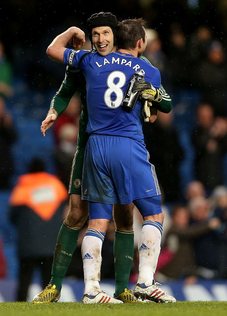 LONDON, ENGLAND - MARCH 17:  Frank Lampard of Chelsea celebrates with Petr Cech after the final whistle during the Barclays Premier League match between Chelsea and West Ham United at Stamford Bridge on March 17, 2013 in London, England.  (Photo by Scott Heavey/Getty Images)