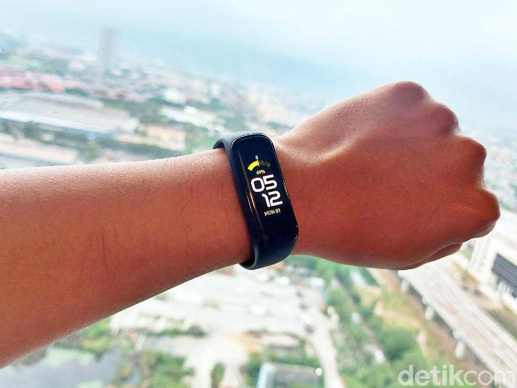 Galaxy Fit2: Teman Andalan Berolahraga yang Tangguh!
