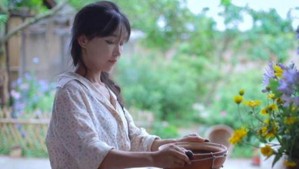 Fakta Menarik Li Ziqi, YouTuber Desa Menawan Pemecah Rekor Dunia