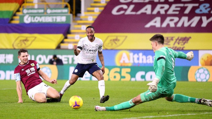 BURNLEY, ENGLAND - FEBRUARY 03: Raheem Sterling of Manchester City has his shot saved by Nick Pope of Burnley during the Premier League match between Burnley and Manchester City at Turf Moor on February 03, 2021 in Burnley, England. Sporting stadiums around the UK remain under strict restrictions due to the Coronavirus Pandemic as Government social distancing laws prohibit fans inside venues resulting in games being played behind closed doors. (Photo by Alex Pantling/Getty Images)