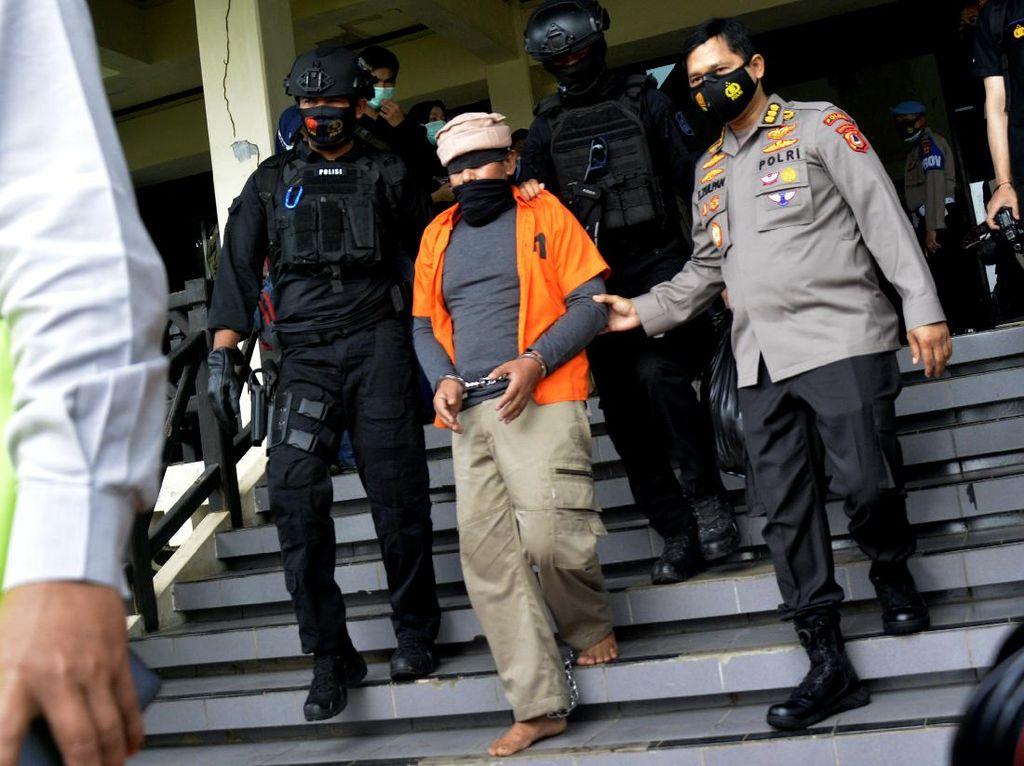 Momen 19 Teroris yang Ditangkap di Makassar Diterbangkan ke Jakarta