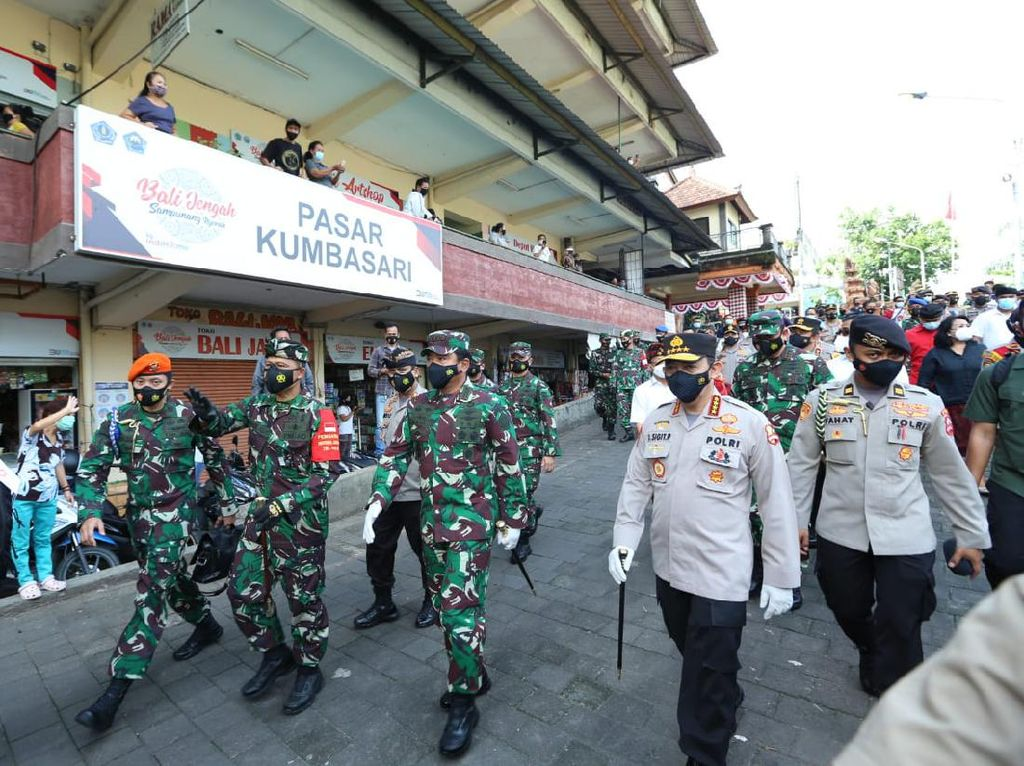 Ke Bali, Panglima TNI dan Kapolri Tinjau Penerapan Protokol Kesehatan
