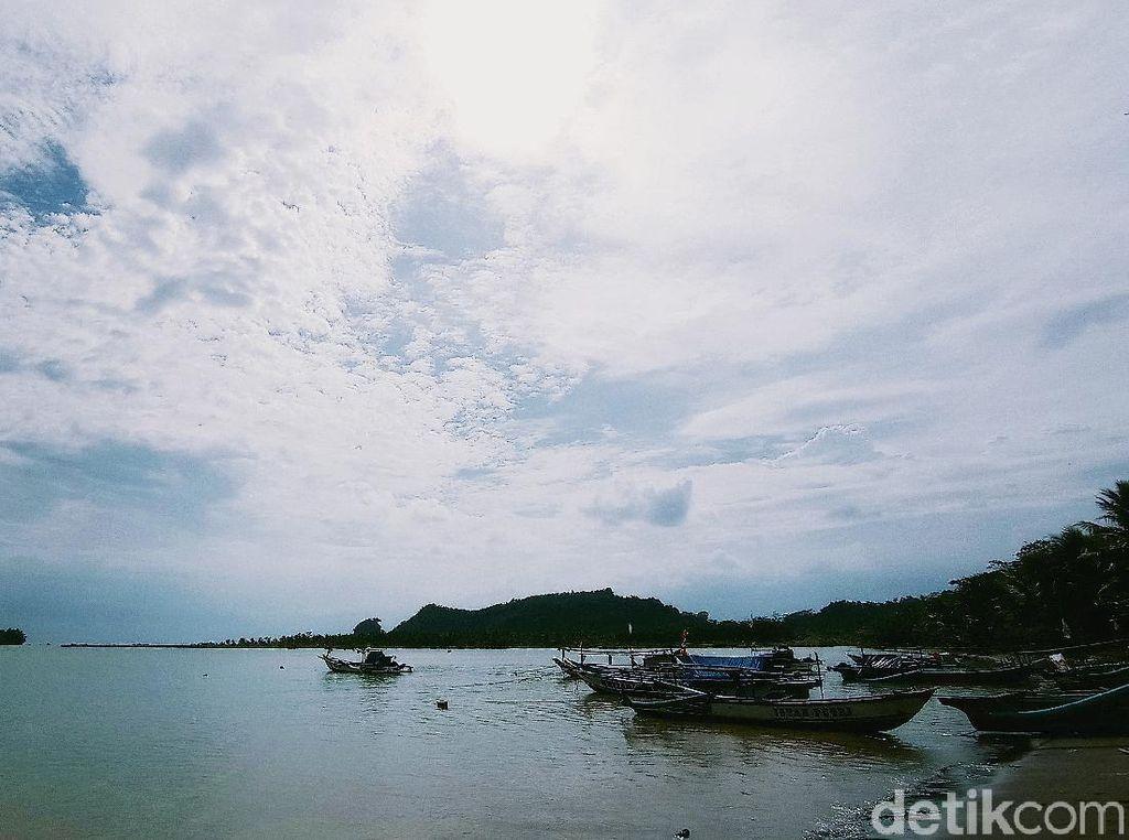 Melihat Cantiknya Pulau Nusakambangan dari Pangandaran, Bisa!