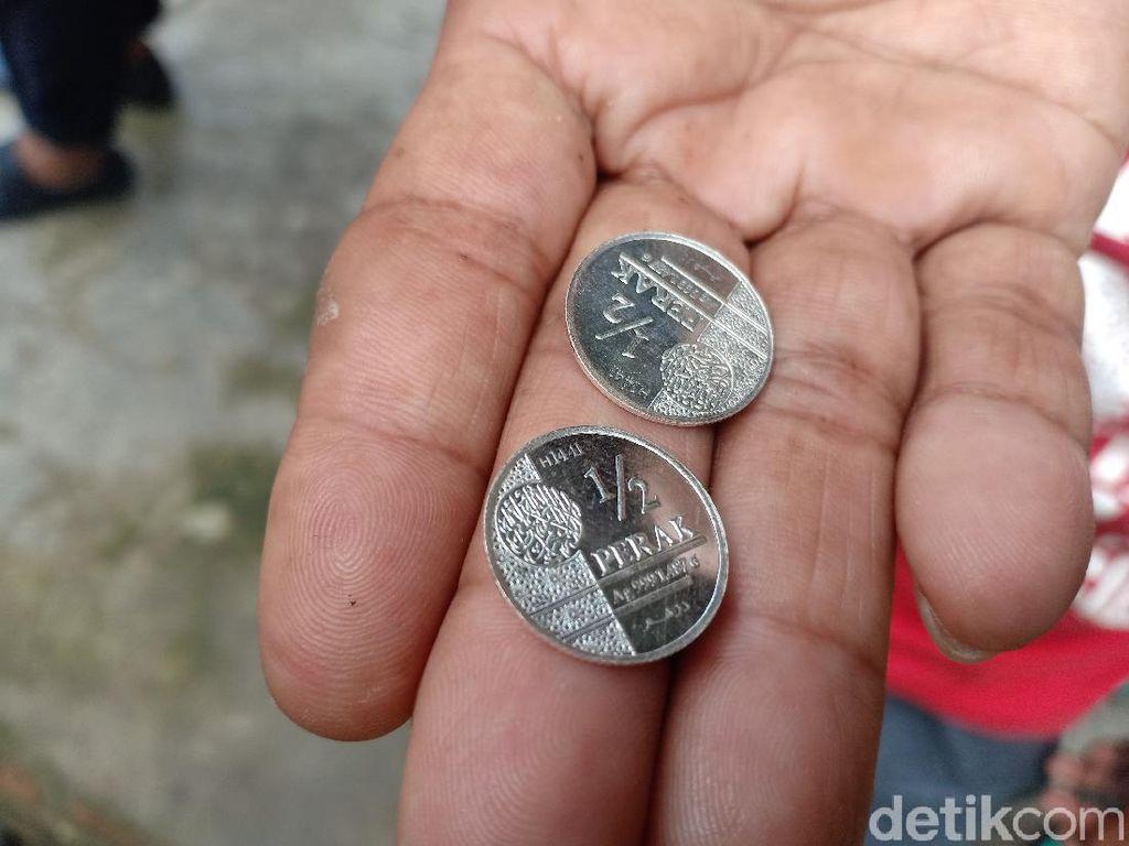 Warga yang Setuju Dibangun Pasar Muamalah di Madiun Dapat Koin Dinar/Dirham