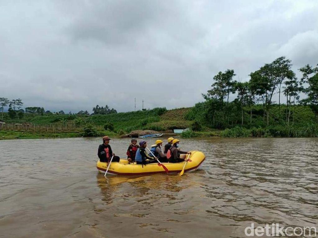 Pasutri di Malang Hanyut Terseret Banjir Kali Konto Saat Berteduh