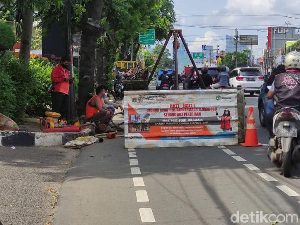 Galian Manhole di Mampang Disebut Selesai 95%, Rampung Minggu Depan