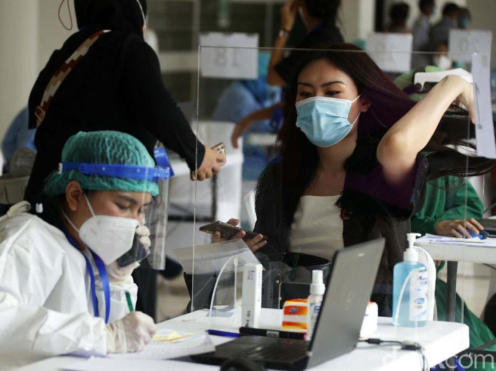 Pakar Sarankan WFH-Cegah Klaster Perkantoran, Netizen: Fungsi Vaksin Apa?