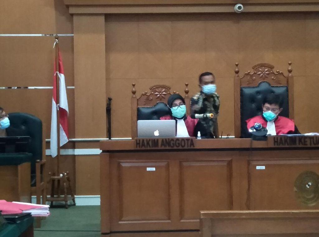 Hakim Tegur Pengacara Syahganda Nainggolan: Ini Bukan Warung Kopi!