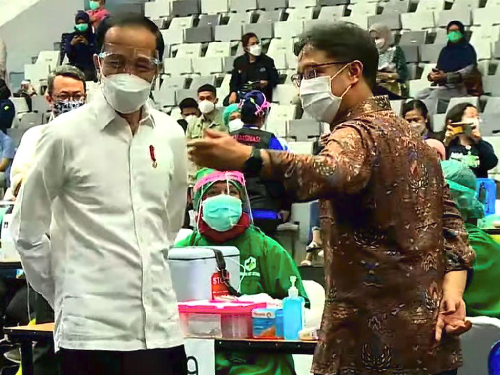 Jokowi Pantau Proses Vaksinasi COVID-19 Massal Ribuan Nakes DKI Jakarta